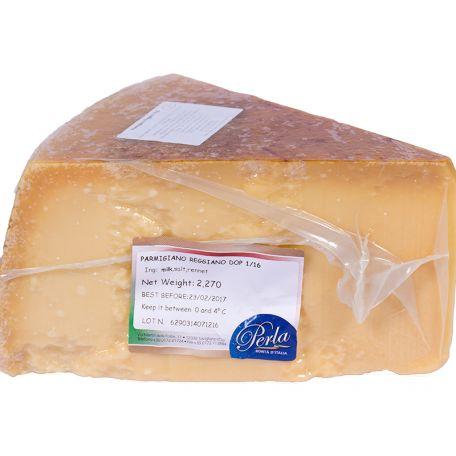Parmigiano reggiano 24 hónapig érlelt olasz parmezán sajt negyedelt 4,75kg